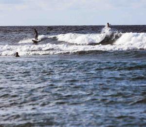 Continúan los aguaceros con condiciones marítimas peligrosas