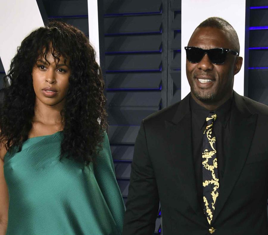 La modelo Sabrina Dhowre y el actor británico Idris Elba se comprometieron en 2018. (AP) (semisquare-x3)