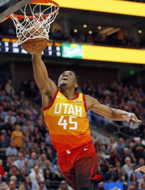 El escolta novato Donovan Mitchell anotó 27 puntos en la victoria de los Jazz de Utah. (AP) (vertical-x1)