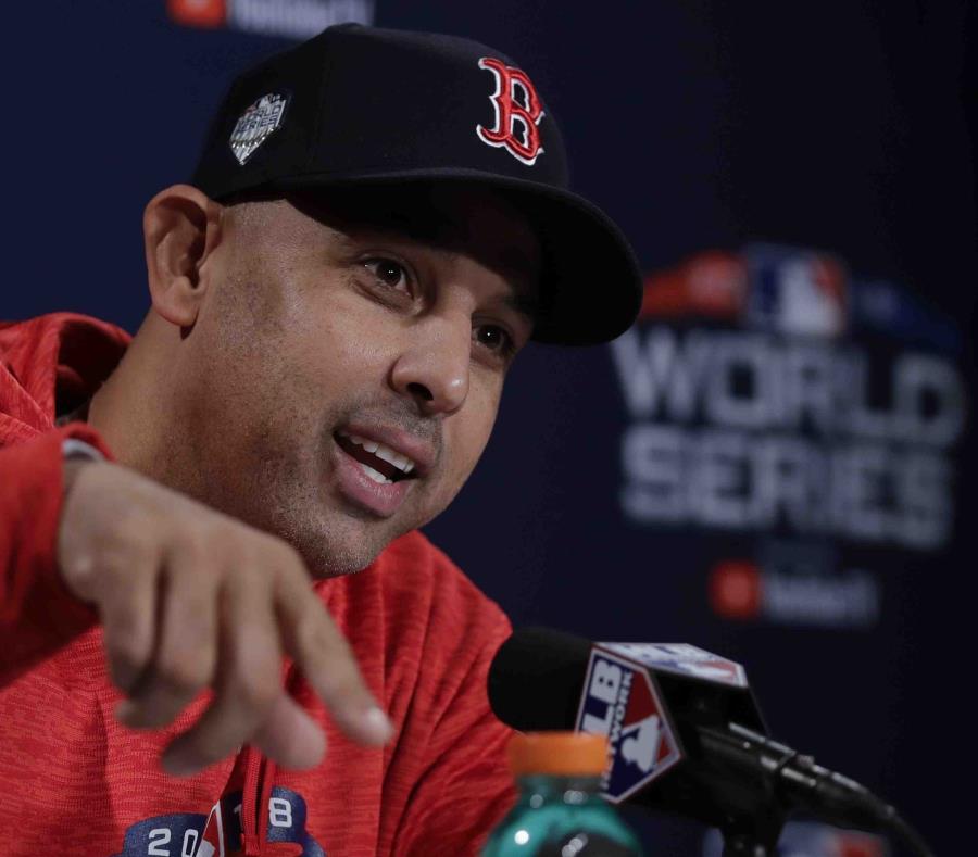 En la foto, el puertorriqueño Alex Cora, manager de los Medias Rojas de Boston. (AP/Charles Krupa) (semisquare-x3)