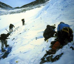 Los glaciares del Everest se derriten y dejan al descubierto decenas de cadáveres
