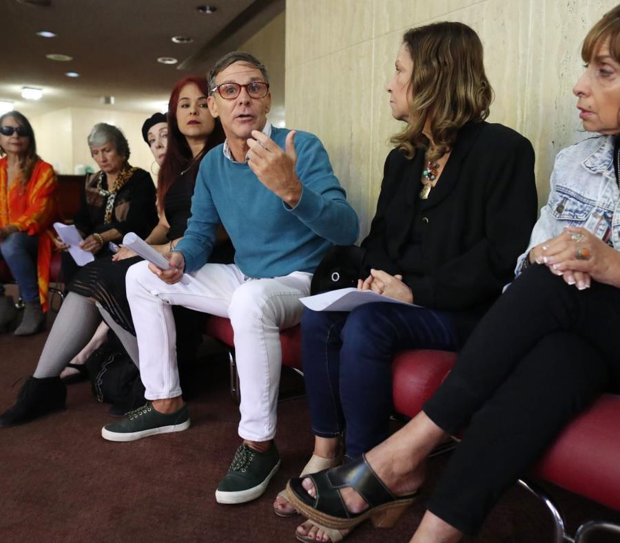 Aquí, el actor Hermán O'Neil durante la conferencia de presasa celebrada el martes 13 de febrero (semisquare-x3)
