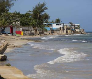La playa es infraestructura vital de Puerto Rico