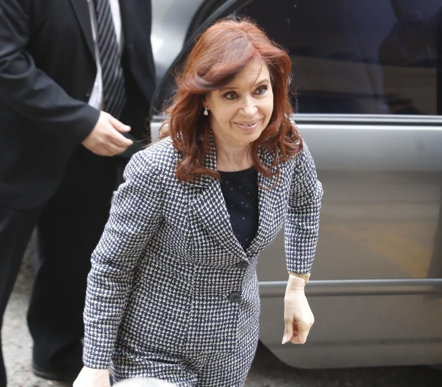 Cristina Fernández de Kirchner (semisquare-x3)