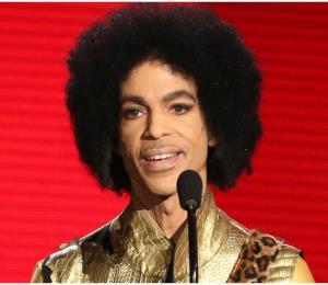 Publicarán libro con las memorias que Prince escribía antes de su muerte