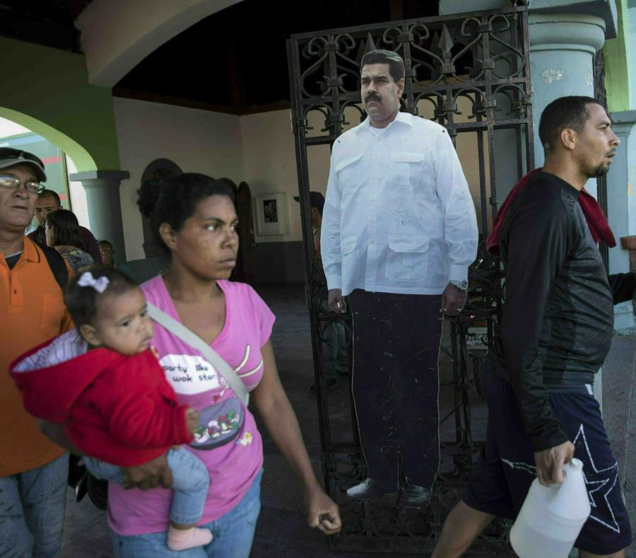 Un cartón recortado a tamaño natural con la fotografía del venezolano Nicolás Maduro. (semisquare-x3)