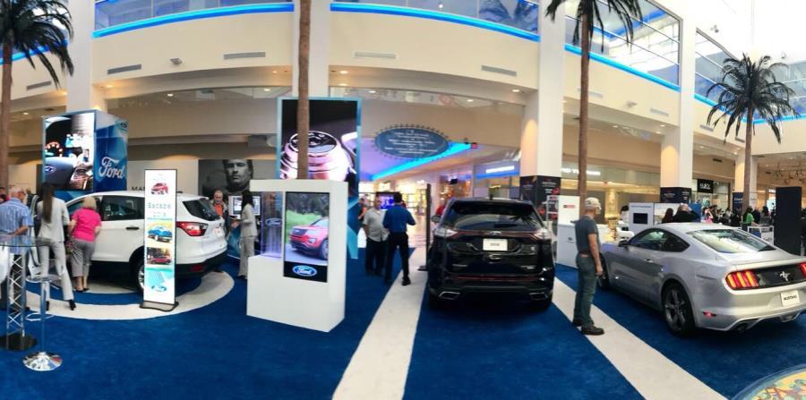 En el exhibidor se presentan diferentes dinámicas interactivas, como una aplicación de realidad aumentada para que el público descubra las funcionalidades de diseño y tecnología de los vehículos Ford. (horizontal-x3)