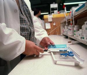 Farmacias alertan que peligra el acceso a medicinas