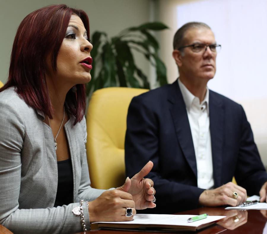Desde la izquierda: Legna Colón, VP de operaciones, y Earl Harper, presidente de Humana  Puerto Rico. (semisquare-x3)