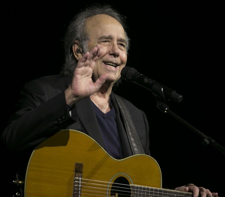 El cantautor español Joan Manuel Serrat se presenta en concierto en el CBA de Santurce. (semisquare-x3)