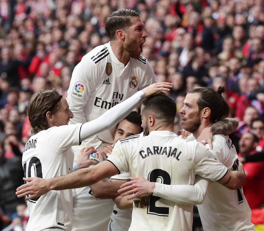 Jugadores del Real Madrid celebrando luego de un partido frente al Atlético de Madrid en el Estadio Metropolitano de Madrid (semisquare-x3)