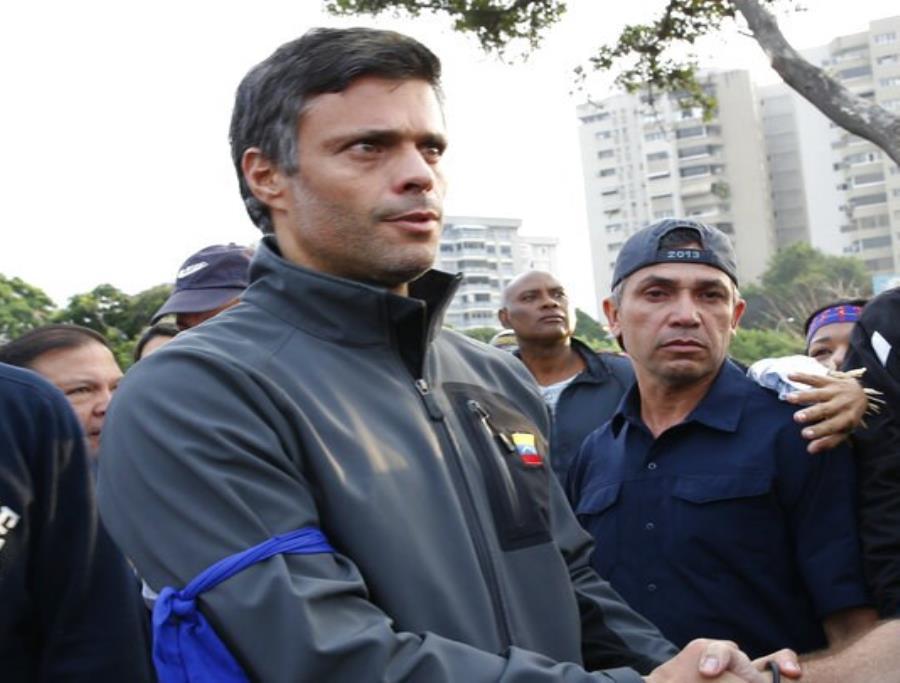 Un tribunal de Caracas ordenó este jueves capturar al opositor venezolano Leopoldo López (semisquare-x3)