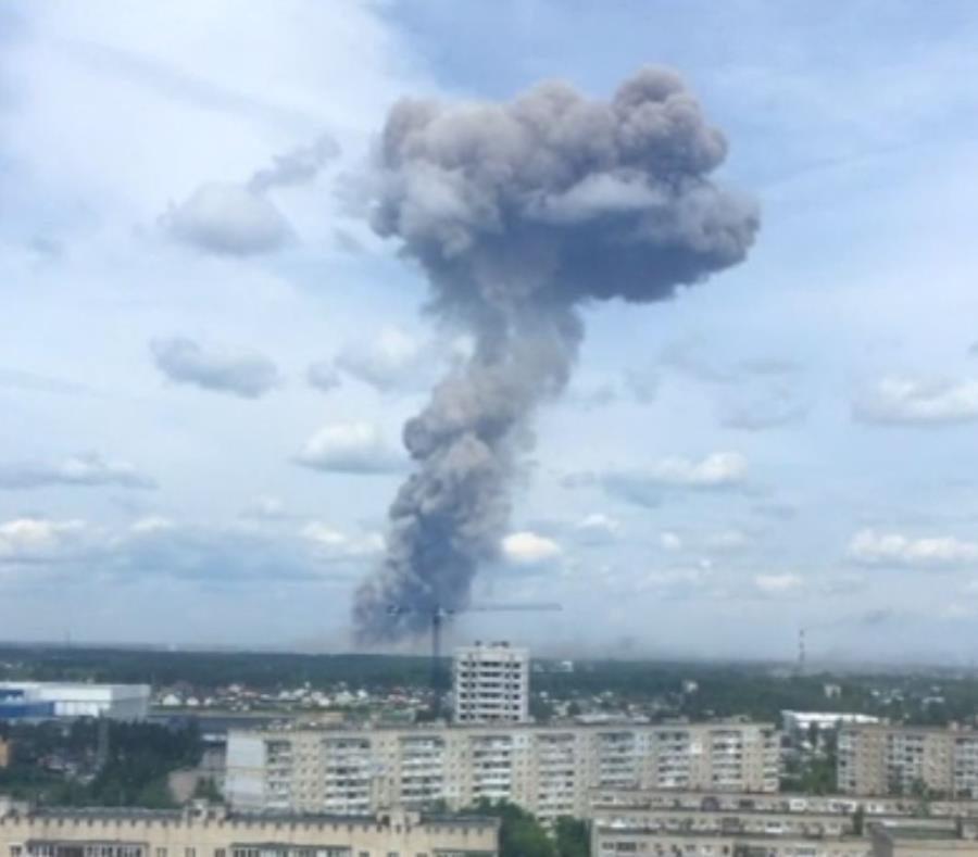 La imagen muestra humo del lugar de la explosión. (Captura de vídeo / Twitter) (semisquare-x3)