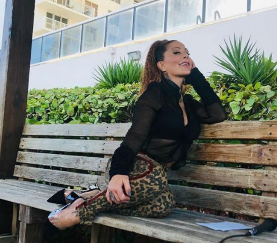 Alejandra Guzmán compartió una polémica fotografía en su cuenta de Instagram (semisquare-x3)