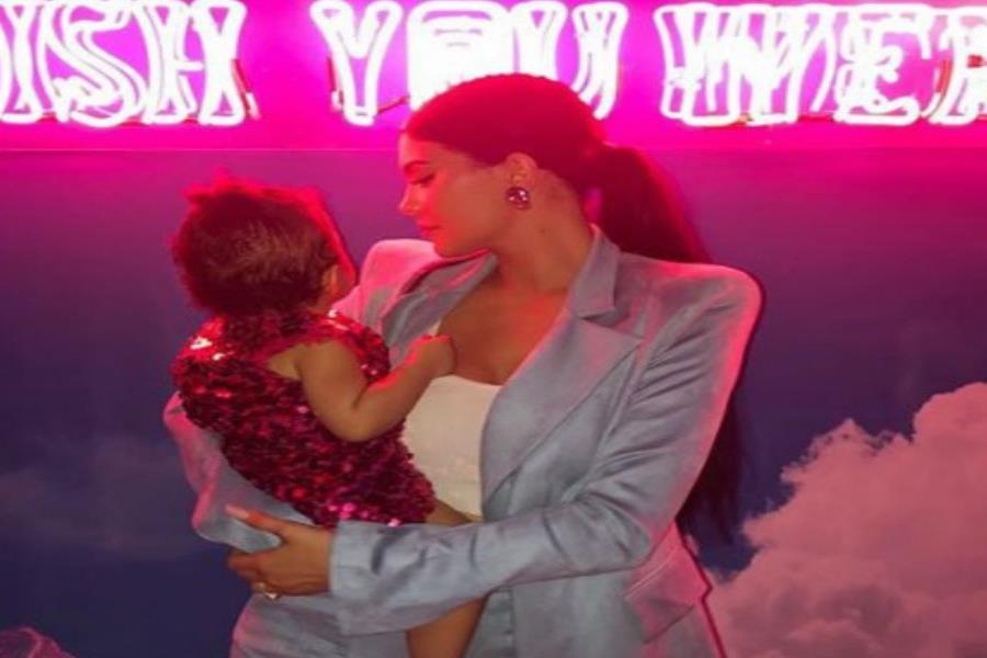Kylie Jenner celebró el primer cumpleaños de su hija Stormi (semisquare-x3)