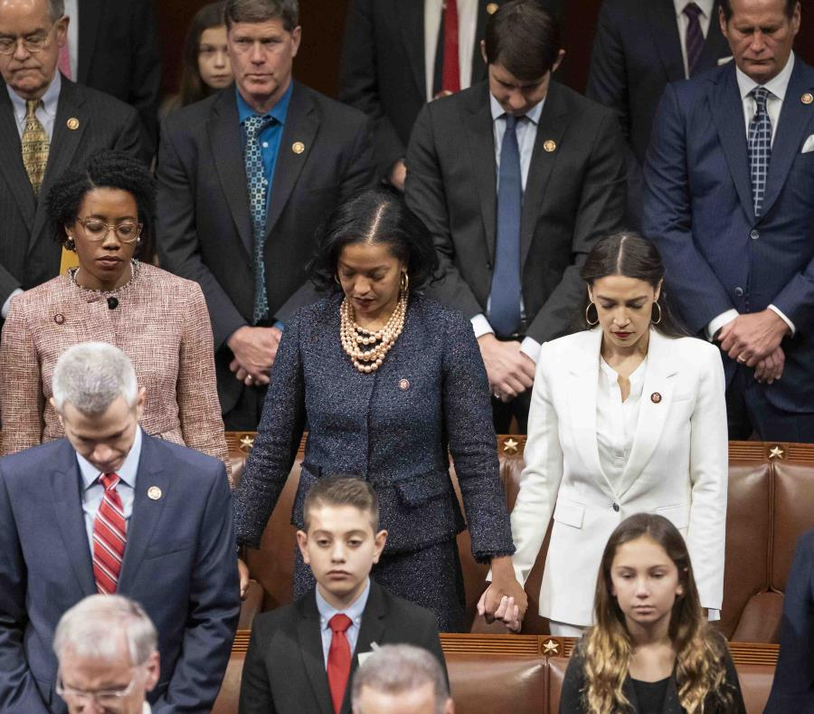 Filtran 'escandaloso' baile de la congresista más joven — Estados Unidos