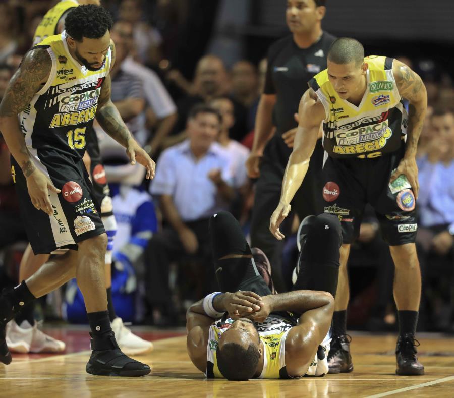 Los Capitanes de Arecibo dieron el todo en el tabloncillo durante la serie final, que se extendió al máximo de siete partidos. (semisquare-x3)