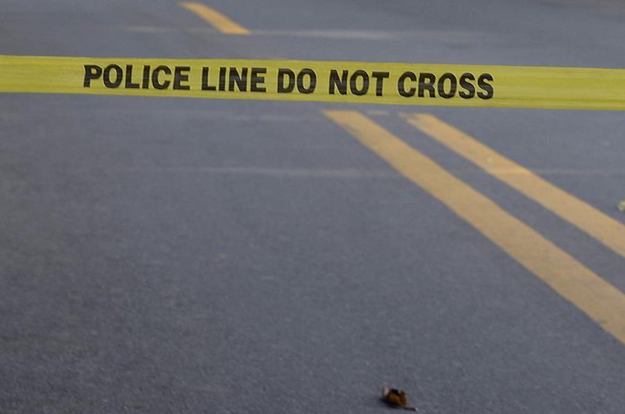 El cuerpo del sujeto fue encontrado en el pavimento (semisquare-x3)