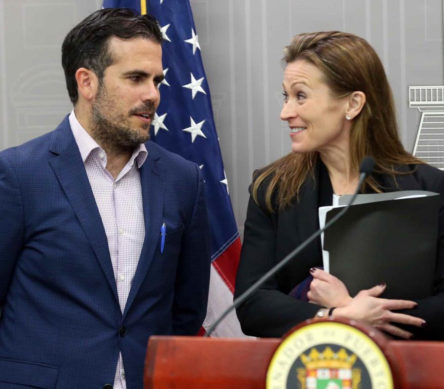 El gobernador Ricardo Rosselló y la secretaria de Educación Julia Keleher (semisquare-x3)