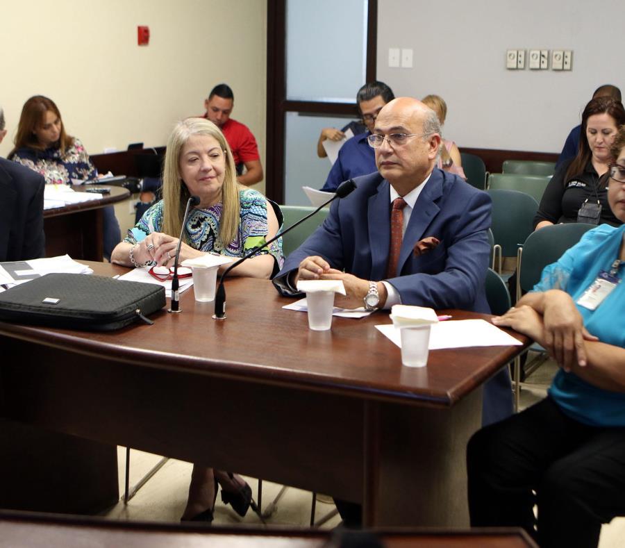 Miembros de la Asociación de Hospitales se expresaron ayer ante la Comisión de Salud del cameral en torno a la medida que considera asuntos de seguridad en las instalaciones médicas (semisquare-x3)