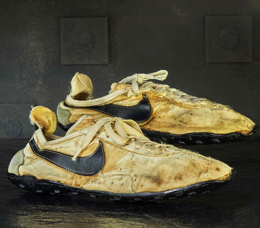 Venden en $50,000 unos tenis Nike de 1972   El Nuevo Día
