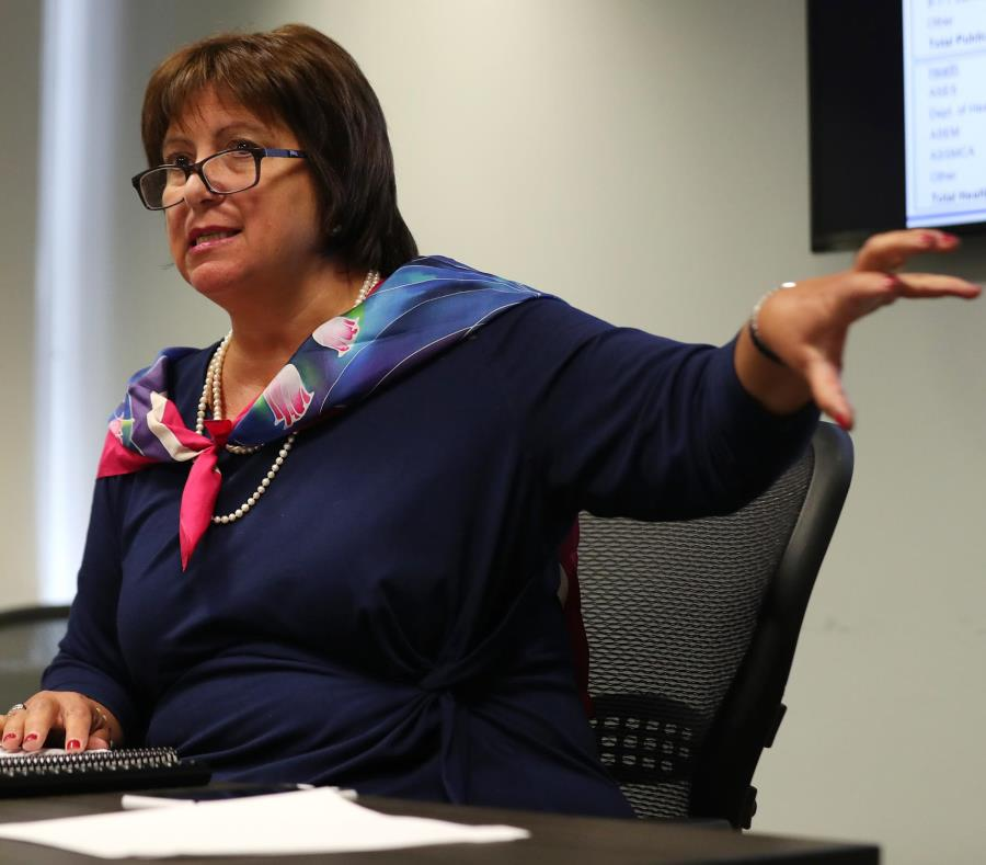 Alcaldes tuvieron una reunión con la directora ejecutiva de la Junta de Supervisión Fiscal, Natalie Jaresko, quien les advirtió que estarán enfrentados con el gobierno central. (semisquare-x3)
