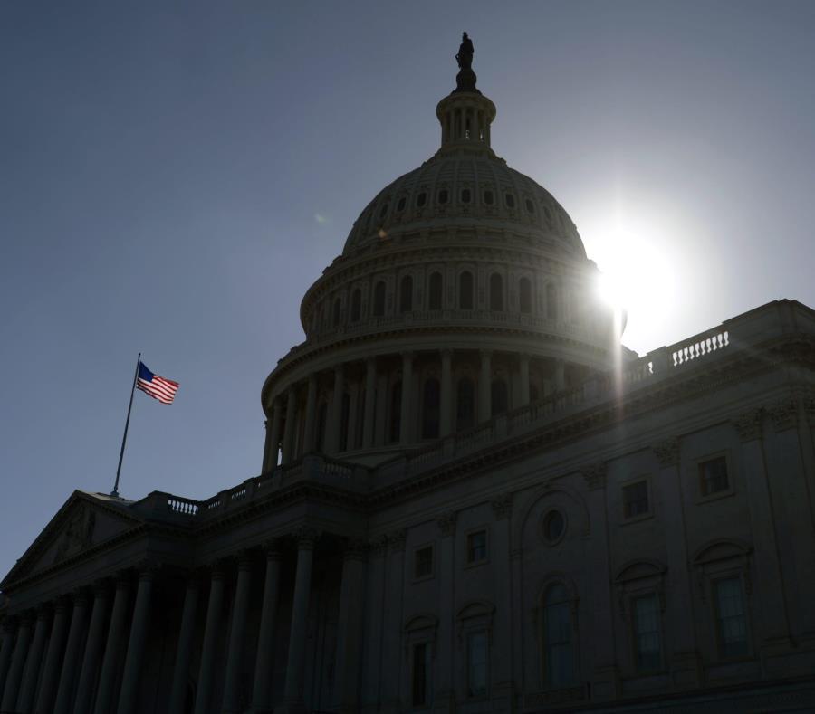Casa Blanca pide enmendar ley para financiar reconstrucción de la isla