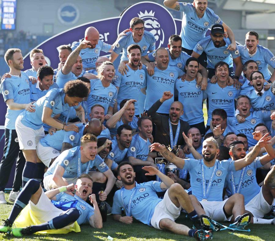 El equipo celebró en grande el campeonato. (AP) (semisquare-x3)