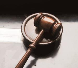 La dignidad del silencio judicial