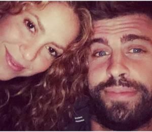 Los hijos de Shakira y Piqué la pasan en grande acariciando tiburones