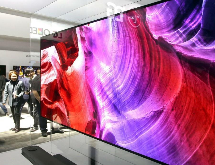 La pantalla de 65 pulgadas está hecha con material OLED que emite imagen de resolución 4K. (semisquare-x3)