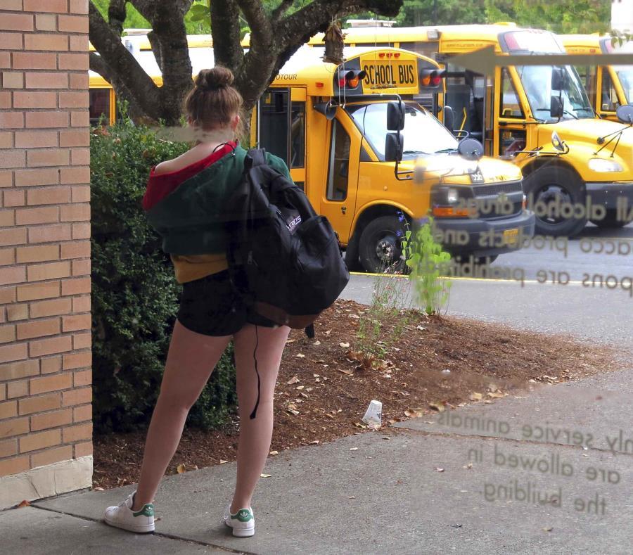 Una estudiante viste unos shorts cortos en una escuela en Oregon. (AP) (semisquare-x3)