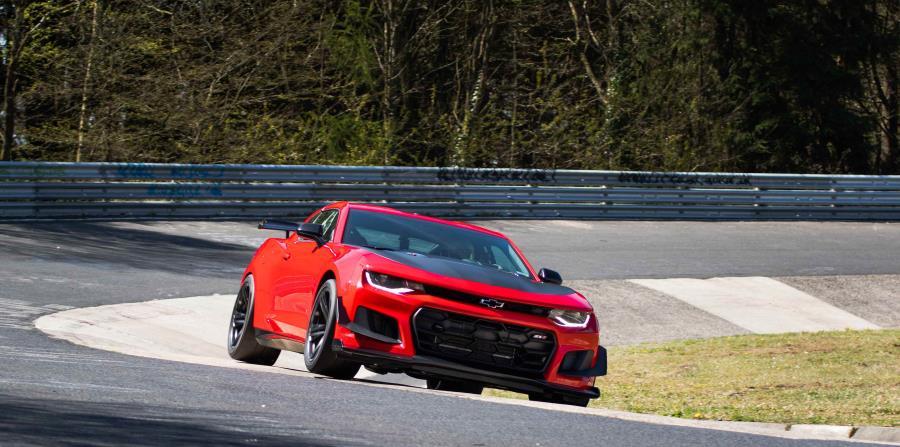 El tiempo récord que logró el ZL1 1LE lo posiciona como el más rápido logrando incluso 13.56 segundos menos que el Camaro ZL1 que Chevrolet probó el año pasado en la misma pista. (horizontal-x3)