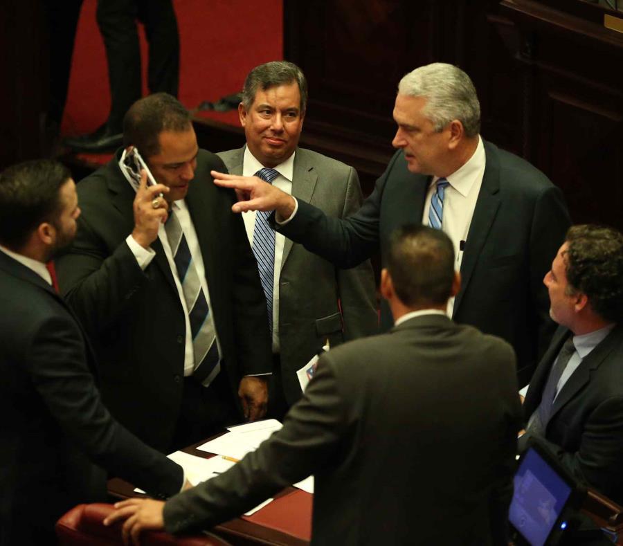 El presidente del Senado, Thomas Rivera Shatz, en el hemiciclo de la Cámara Alta (semisquare-x3)