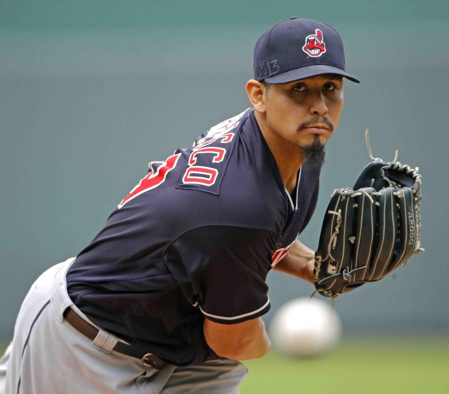 Cleveland extiende contrato a Carlos Carrasco