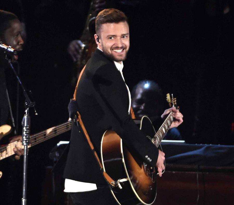 Justin Timberlake demostró que también apoya al fútbol al proyectar el choque de semifinal de la Copa Mundial entre Inglaterra y Croacia. (AP) (semisquare-x3)