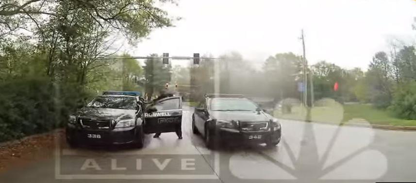La mujer fue arrestada por manejar a exceso de velocidad. (Captura) (horizontal-x3)