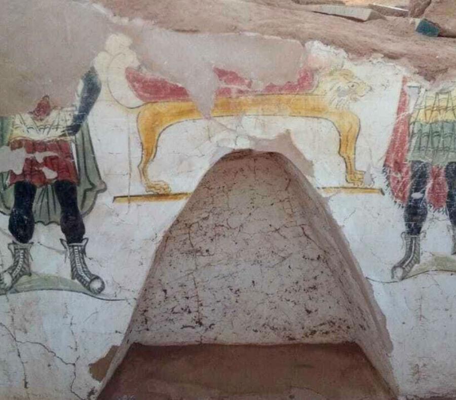 Pinturas fúnebres en una tumba antigua de la era romana en el oasis Dakhla, en el Desierto Occidental de Egipto (semisquare-x3)