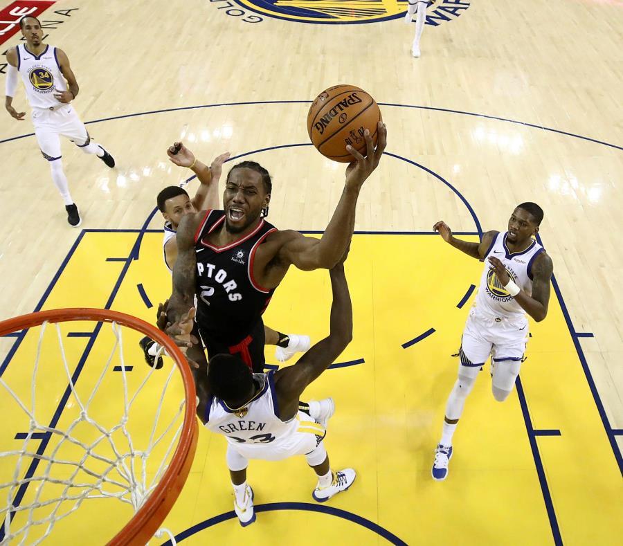 Kawhi Leonard será agente libre desde el 30 de junio, por lo que podría abandonar a los Raptors tras apenas una sola temporada. (AP / Ezra Shaw) (semisquare-x3)
