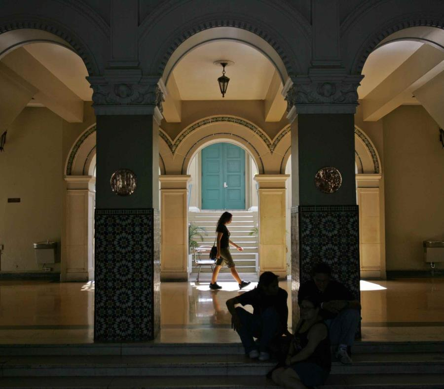 Entrada a la torre de la Universidad de Puerto Rico, recinto de Río Piedras. (GFR Media) (semisquare-x3)