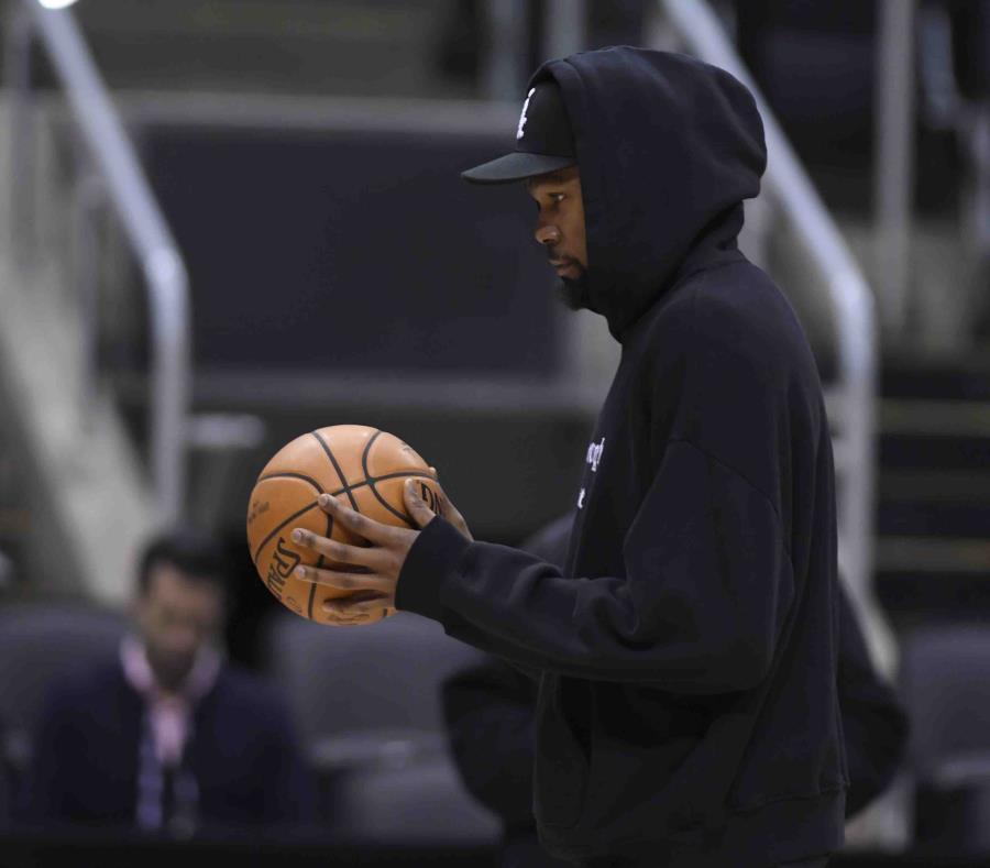 Kevin Durant tiró al canasto el lunes en la mañana. (AP) (semisquare-x3)