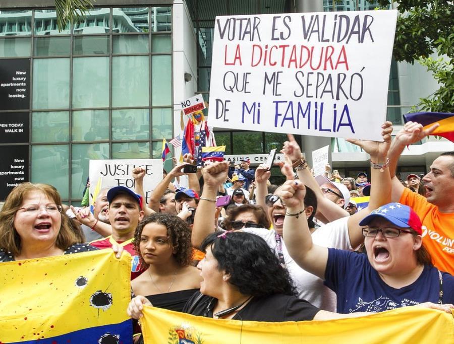 Venezolanos protestan contra las elecciones (semisquare-x3)