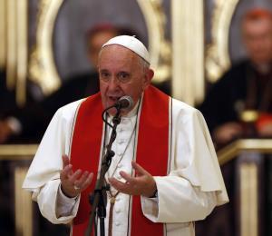"""El papa Francisco dice que la pederastia es como """"los sacrificios humanos con niños"""""""