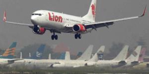 Autoridades trabajan en la recuperación tras accidente aéreo en Indonesia