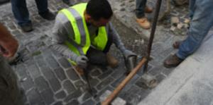 Esto encontraron cuando levantaron los deteriorados adoquines de la calle Fortaleza