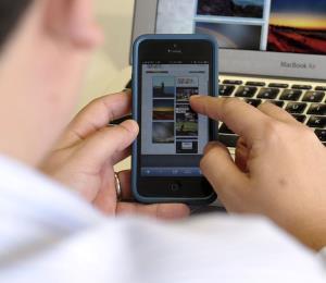 No seamos cómplices de morbosidad en las redes sociales