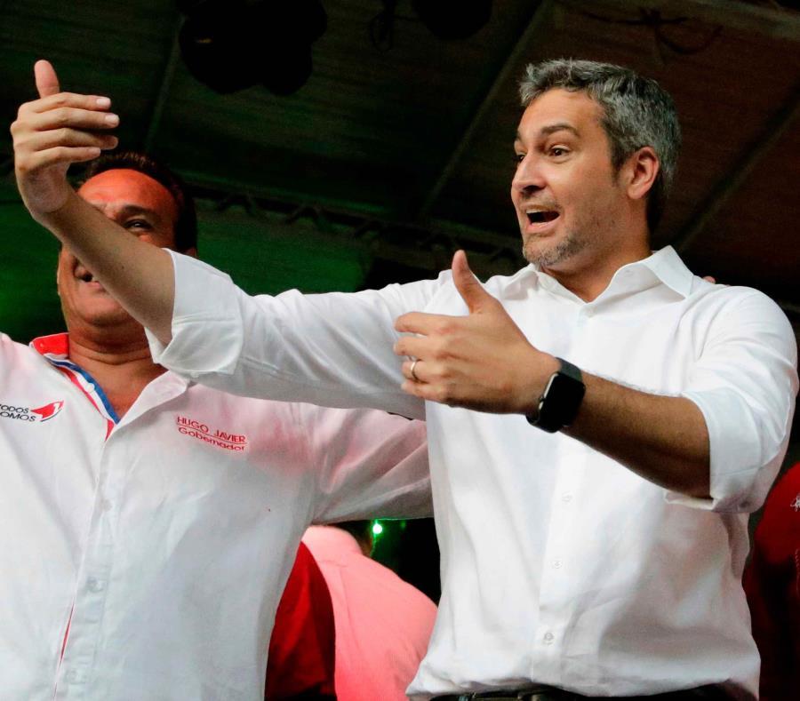Mario Abdo Benítez, candidato presidencial del Partido Colorado, participa en un mitin de campaña en Luque, Paraguay. (AP / Jorge Sáenz) (semisquare-x3)