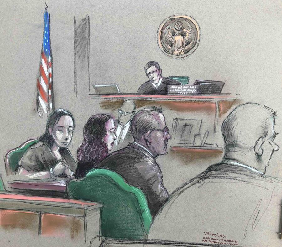 En este dibujo, Yujing Zhang, izquierda, asiste el lunes a una vista ante el juez federal  William Matthewman. (Daniel Pontet via AP) (semisquare-x3)