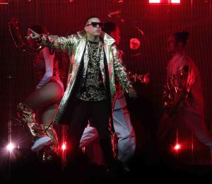 Daddy Yankee promete una función gratis tras error técnico en su concierto