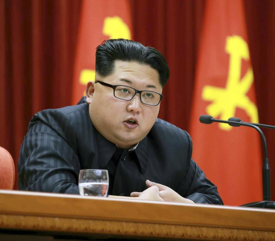 El líder norcoreano Kim Jong-un durante un discurso en Piongyang, Corea del Norte. (EFE) (semisquare-x3)